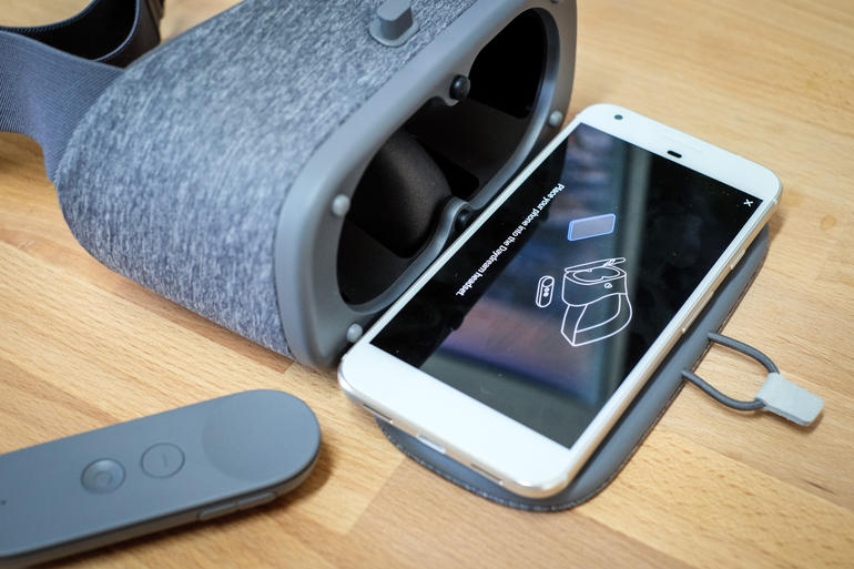 Daydream headset and controller Setup: unbox cell